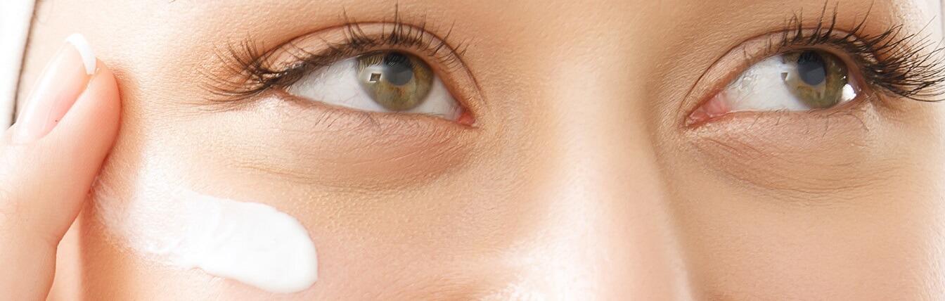 Dokuczliwa zmarszczka na twarzy – usuwanie zmarszczek